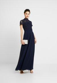 Chi Chi London - CHARISSA DRESS - Vestido de fiesta - navy - 1