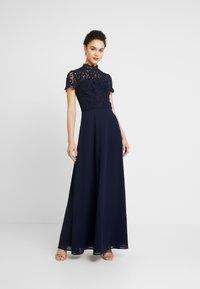 Chi Chi London - CHARISSA DRESS - Vestido de fiesta - navy - 0