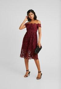 Chi Chi London - LIZANA DRESS - Vestido de cóctel - burgundy - 2