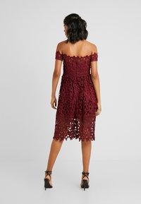 Chi Chi London - LIZANA DRESS - Vestido de cóctel - burgundy - 3