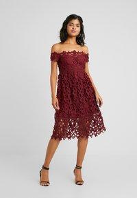 Chi Chi London - LIZANA DRESS - Vestido de cóctel - burgundy - 0