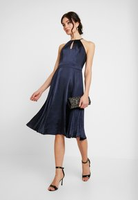 Chi Chi London - CHI CHI BENITA DRESS - Galajurk - navy - 2