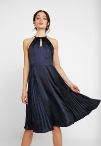Chi Chi London - CHI CHI BENITA DRESS - Galajurk - navy - 0