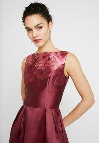 Chi Chi London - SADY DRESS - Vestido de cóctel - burgundy - 3