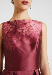 Chi Chi London - SADY DRESS - Vestido de cóctel - burgundy - 5
