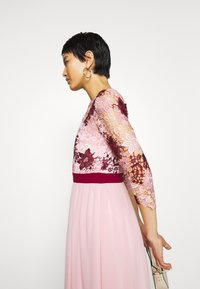 Chi Chi London - SUTTON DRESS - Cocktailjurk - pink - 3