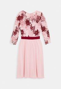 Chi Chi London - SUTTON DRESS - Cocktailjurk - pink - 4