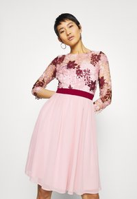 Chi Chi London - SUTTON DRESS - Cocktailjurk - pink - 0