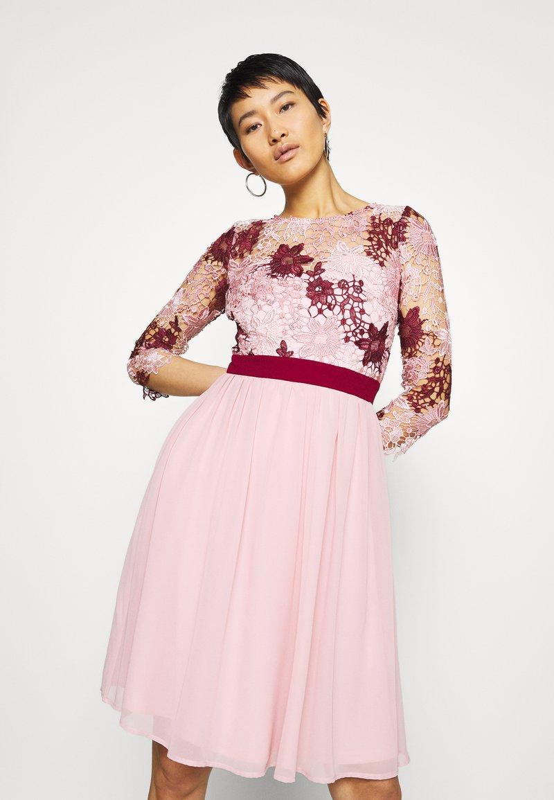 Chi Chi London - SUTTON DRESS - Cocktailjurk - pink