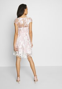 Chi Chi London - AUBRIE DRESS - Cocktailjurk - mink - 2