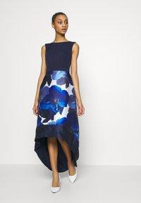 Chi Chi London - BRAY DRESS - Společenské šaty - navy - 1