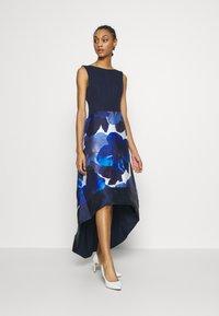 Chi Chi London - BRAY DRESS - Společenské šaty - navy - 0