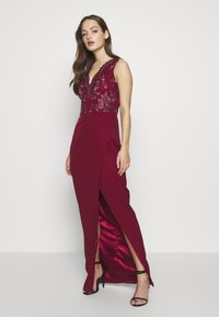 Chi Chi London - THALIA DRESS - Vestido de fiesta - burgundy - 0