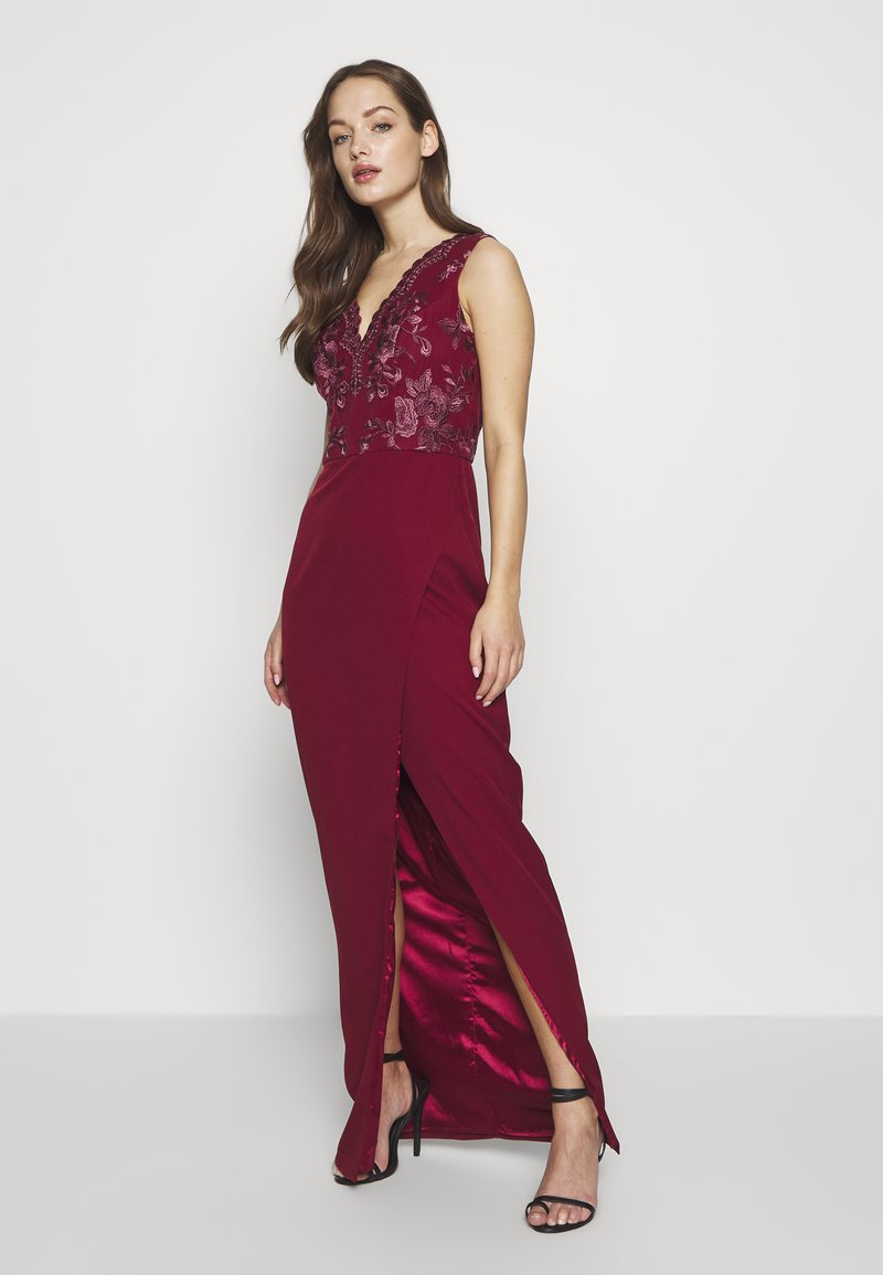 Chi Chi London - THALIA DRESS - Vestido de fiesta - burgundy