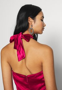 Chi Chi London - CHRYSTA DRESS - Galajurk - burgundy - 4