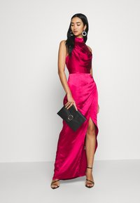 Chi Chi London - CHRYSTA DRESS - Galajurk - burgundy - 1
