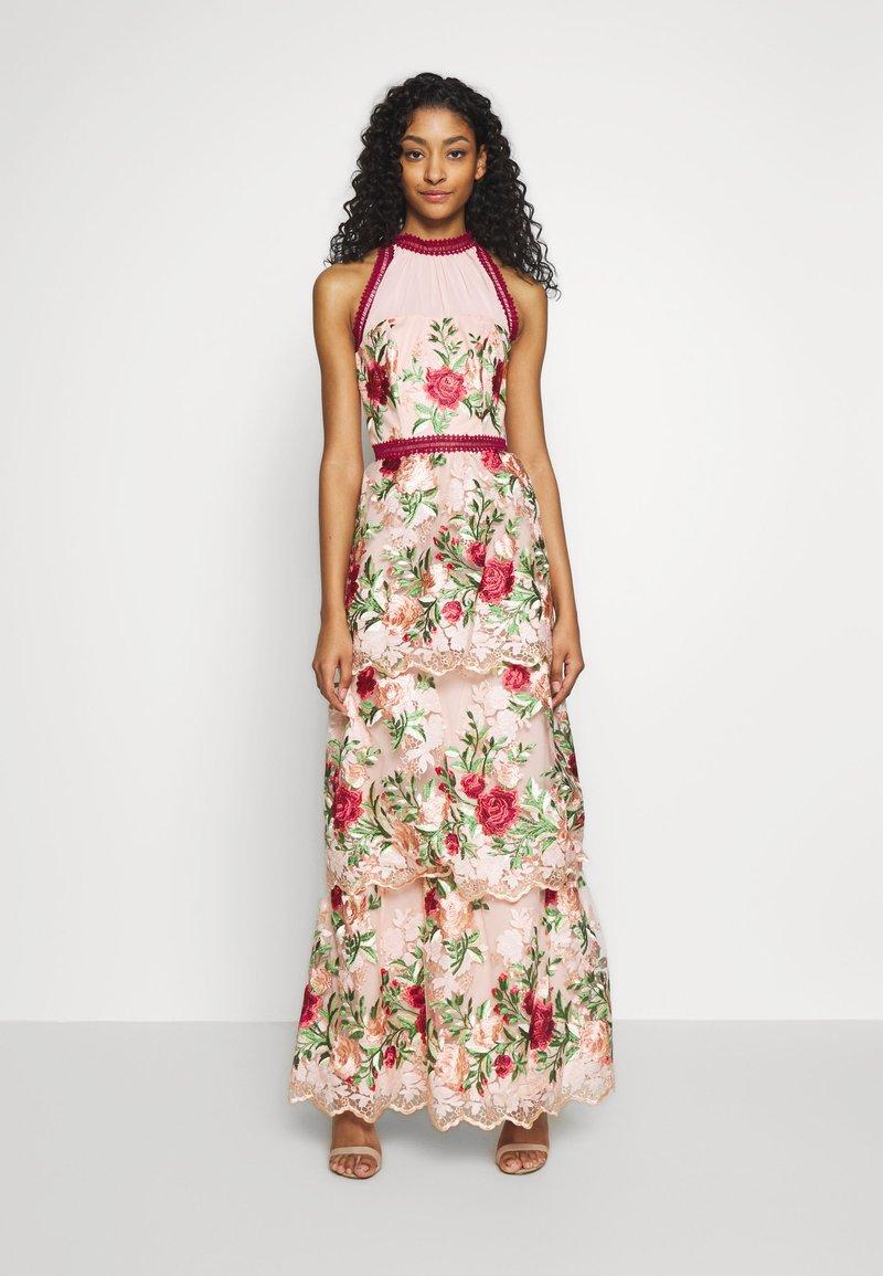 Chi Chi London - ROSALEEN DRESS - Galajurk - pink