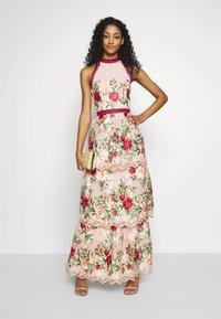 Chi Chi London - ROSALEEN DRESS - Galajurk - pink - 1
