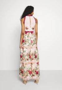 Chi Chi London - ROSALEEN DRESS - Galajurk - pink - 2