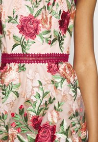 Chi Chi London - ROSALEEN DRESS - Galajurk - pink - 5