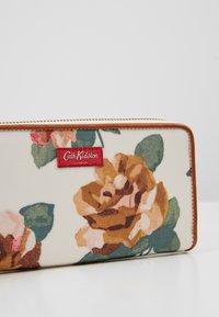 Cath Kidston - CONTINENTAL ZIP WALLET - Lompakko - warm cream - 2