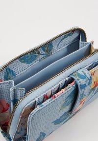 Cath Kidston - FOLDED ZIP WALLET - Geldbörse - chalk blue - 5