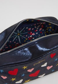 Cath Kidston - EMBROIDERED BOX COSMETIC BAG - Kosmetiktasche - navy - 5