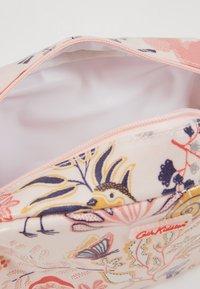 Cath Kidston - CLASSIC BOX COSMETIC BAG - Kosmetiktasche - blush - 5