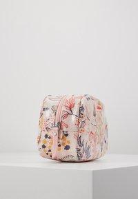 Cath Kidston - CLASSIC BOX COSMETIC BAG - Kosmetiktasche - blush - 4
