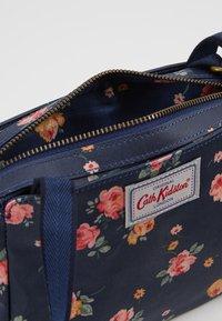 Cath Kidston - MINI BUSY BAG UPDATE - Umhängetasche - navy - 4