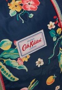 Cath Kidston - FOLDAWAY OVERNIGHT BAG - Taška na víkend - navy - 8