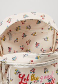 Cath Kidston - ROLLER SKATES SMALL POCKET BACKPACK - Ryggsekk - warm cream - 4