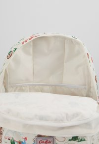 Cath Kidston - KIDS CLASSIC LARGE WITH POCKET - Rucksack - off white/brown - 5