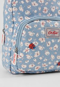 Cath Kidston - MED BACKPACK WASHED DITSY - Reppu - washed ditsy ladybird - 2