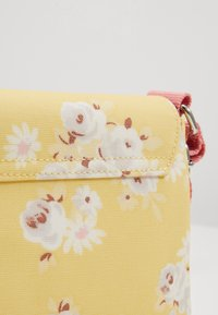 Cath Kidston - KIDS PREMIUM CROSS BODY SATCHEL - Across body bag - yellow - 2
