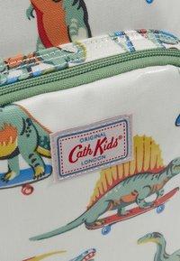 Cath Kidston - MED BACKPACK SKATEBOARD DINO - Reppu - white/green - 2