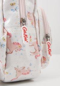 Cath Kidston - MINI UNICORN MEADOW - Rygsække - white/light pink - 2