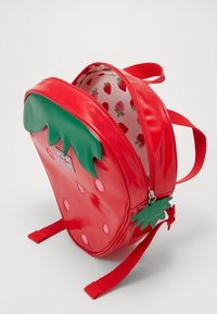 Cath Kidston - KIDS MEDIUM NOVELTY STRAWBERRY BACKPACK - Tagesrucksack - solid - 4
