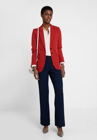 Cortefiel - WIDE LEG AND HIGH RISE TROUSERS WITH BUTTONED WAIST - Pantaloni - blues - 1