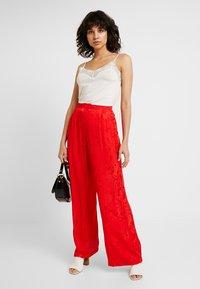 Cortefiel - WIDE LEG TROUSERS - Spodnie materiałowe - reds - 1