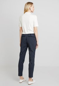 Cortefiel - BASIC TROUSERS WITH ELASTIC WAISTBAND - Pantalones - blues - 2
