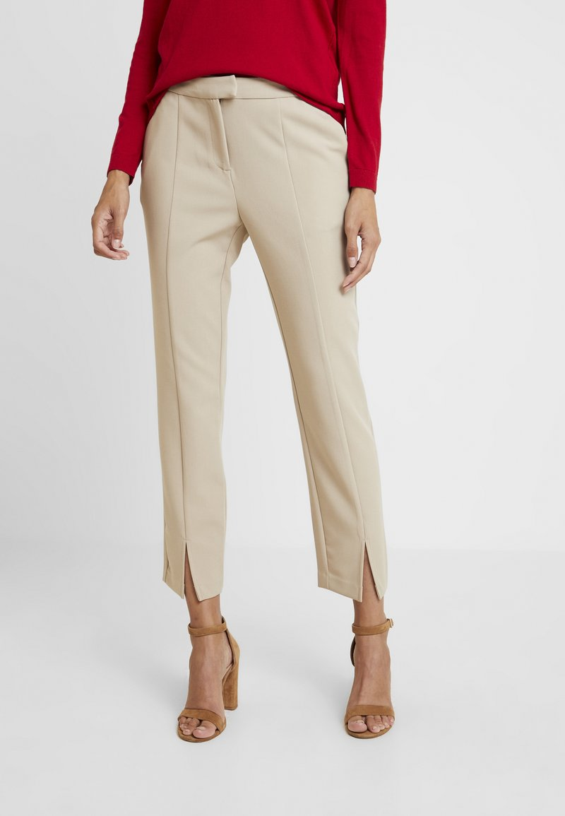 Cortefiel - FORMAL TROUSERS WITH FRONT VENTS - Broek - beige