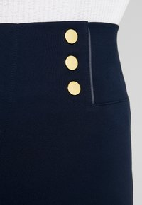Cortefiel - BASIC WITH BUTTONS - Leggings - marine blue - 4