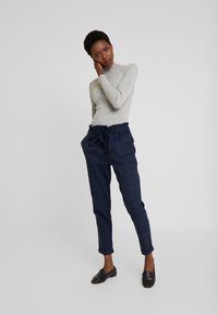 Cortefiel - TEXTURED PAPERBAG FORMAL TROUSERS - Pantalones - blues - 1