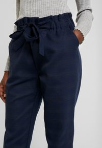 Cortefiel - TEXTURED PAPERBAG FORMAL TROUSERS - Pantalones - blues - 3
