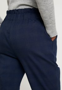 Cortefiel - TEXTURED PAPERBAG FORMAL TROUSERS - Pantalones - blues - 5
