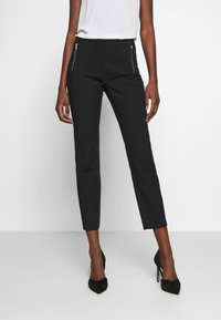 Cortefiel - BASIC SLIM TROUSERS - Pantalones chinos - black - 0