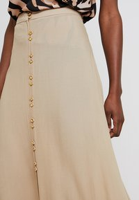 Cortefiel - LONG SKIRT WITH FRONT BUTTONS - Gonna lunga - beige - 3