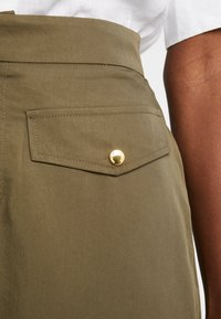 Cortefiel - PENCIL SKIRT WITH FRONT POCKETS - A-line skirt - greens - 4