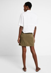Cortefiel - PENCIL SKIRT WITH FRONT POCKETS - A-line skirt - greens - 2